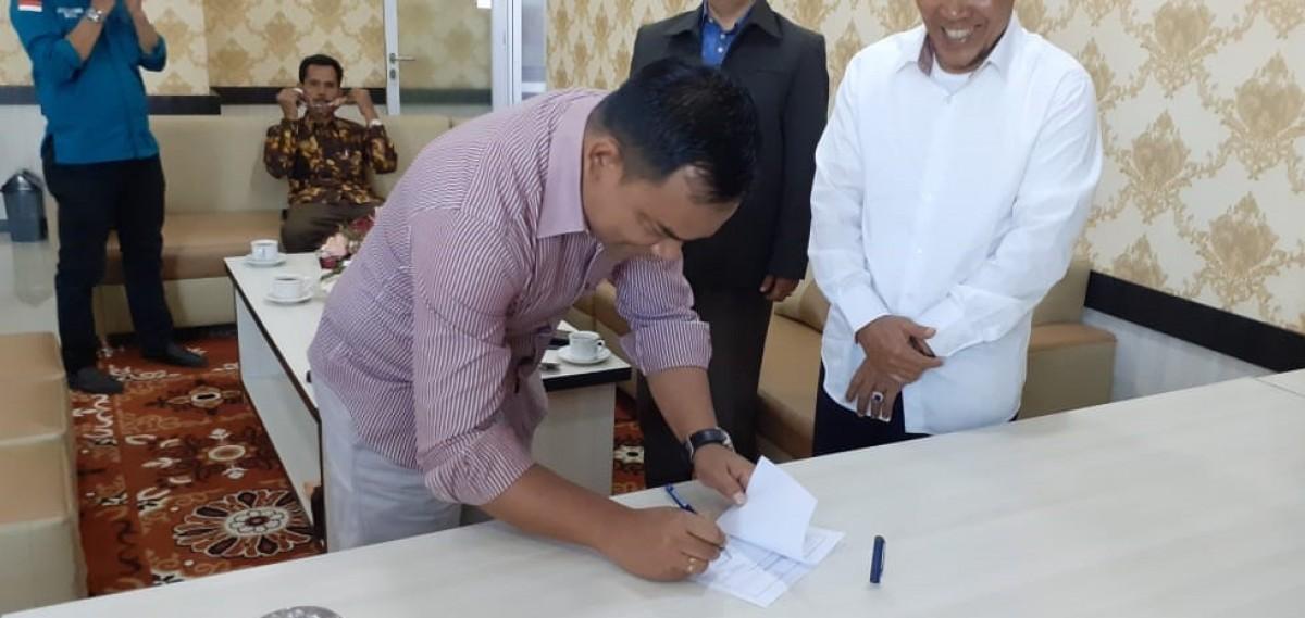 Ikatan Alumni Universitas Muhammadiyah Sumatera Barat (IA UMSB) serahkan Bantuan Untuk Gedung Program Pascasarjana yang di Lalap Si Jago Merah