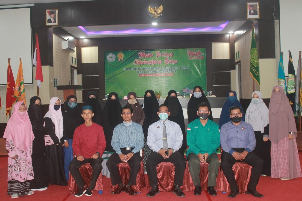 Rektor Universitas Muhammadiyah Sumatera Barat (UMSB) Dr. Riki Saputra, MA bersilaturahmi dengan Mahasiswa Program Ma'had, Rabu, 14 Oktober 2020 di Convention Hall UMSB.